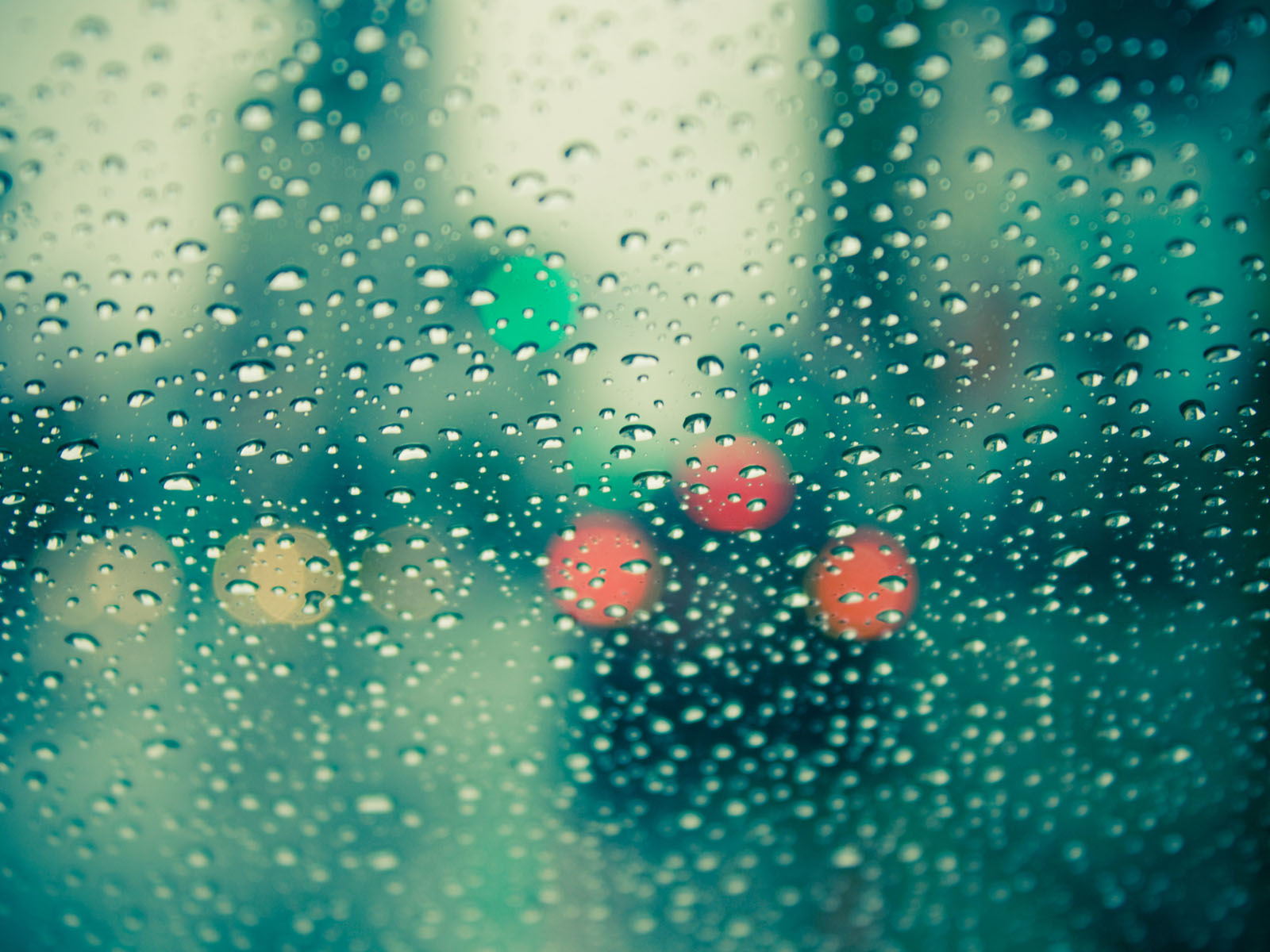 Rain-Drops-on-Glass-Wallpapers-3